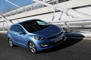 Su strada e su pista, Nuova Hyundai i30 N è pronta al debutto - image 1_midi on http://auto.motori.net