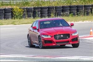 Jaguar XE: il debutto al Salone di Parigi - image 1_midi on https://motori.net